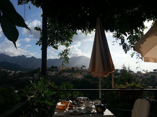 La Margherita Villa Giuseppina: Ontbijten op het terras