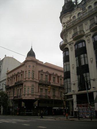 Nuevo Hotel Callao: Esquina del Hotel, sobre Callao y Sarmiento.