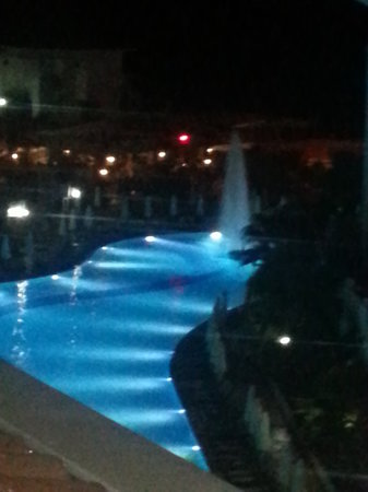 Alba Queen Hotel: night time view
