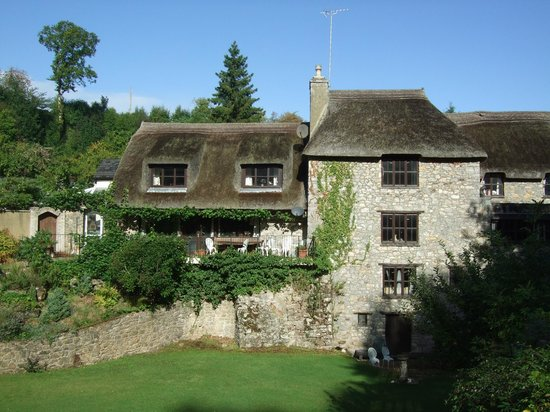 Glen Cottage: Front view