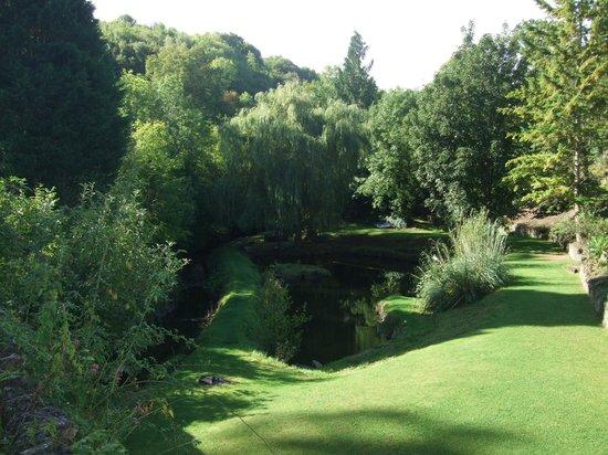 Glen Cottage: Grounds