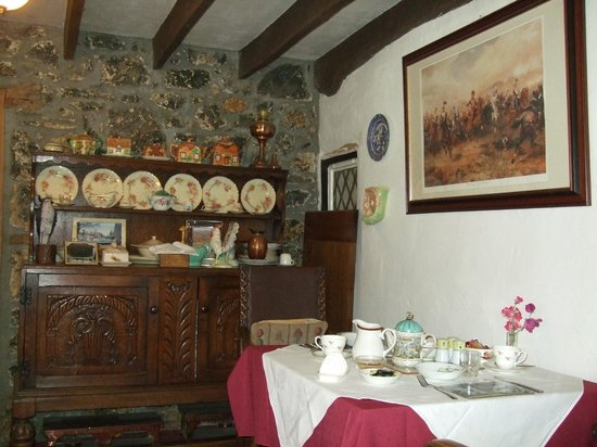 Glen Cottage: Dining area