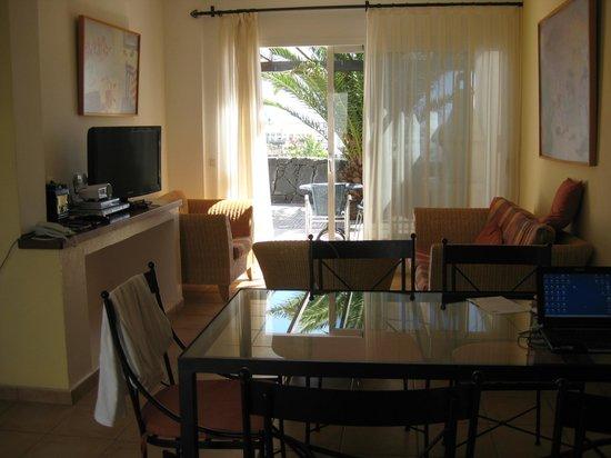 Iberostar La Bocayna Village: Wohnzimmer
