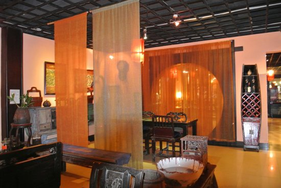 Pure Lotus Vegetarian Restaurant: Salle intérieure