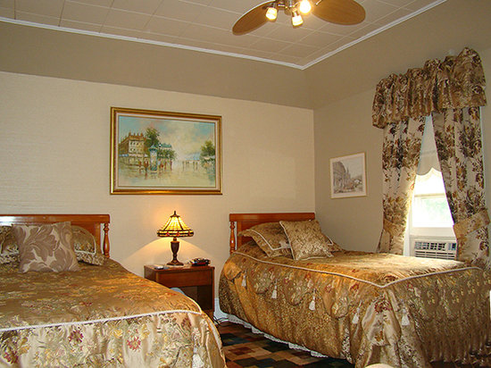 Grant House Bed & Breakfast: Southern Comfort - shared bathroom