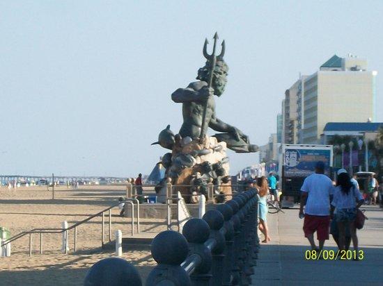 Residence Inn by Marriott Virginia Beach Oceanfront: King Neptune statue outside