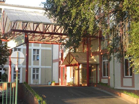 Oriental Hotel: Entrance
