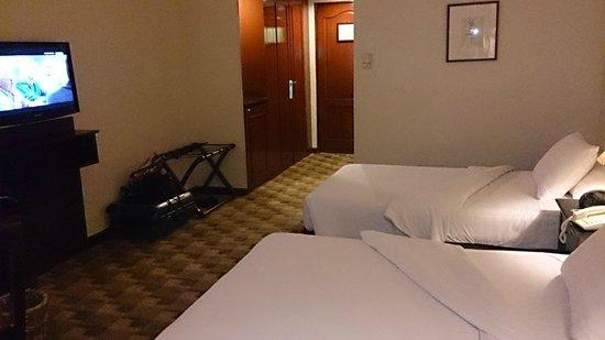 Berjaya Makati Hotel - Philippines: Big room for its price