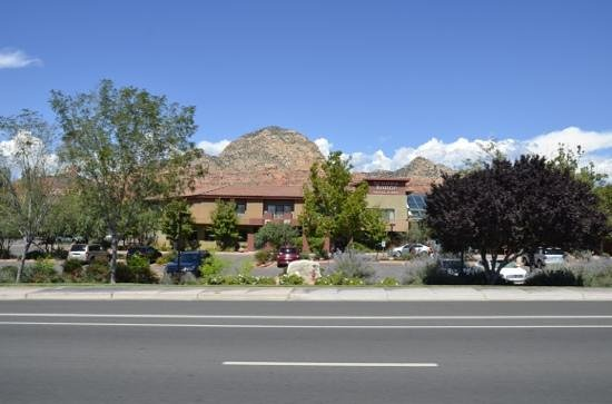 Sedona Rouge Hotel and Spa: Front of Sedona Rouge