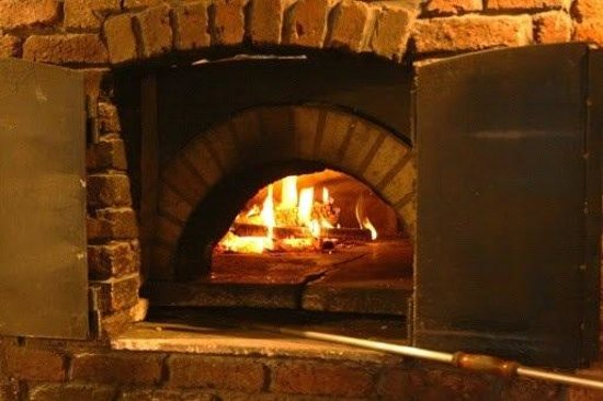 le four pizza au feu de bois photo de gerpinnes hainaut province tripadvisor. Black Bedroom Furniture Sets. Home Design Ideas