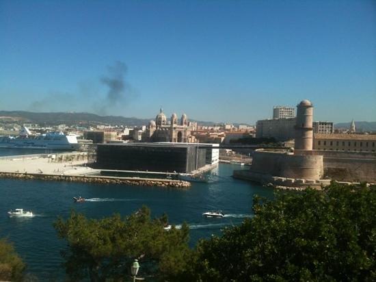Palais du Pharo : le fort, le MUCEM ( et l'échappement d'un paquebot )