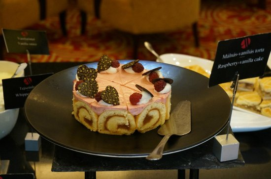 Budapest Marriott Hotel: Each pastry was beautiful.