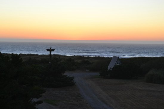 Pacific Reef Hotel : View from 220 at sunset