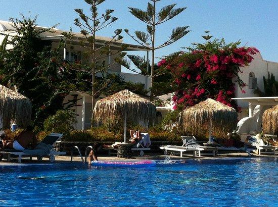 Mediterranean Beach Resort: La piscina