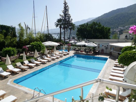 Marina Boutique Fethiye  Hotel: Pool view from reception looking down to restaurant area/bay