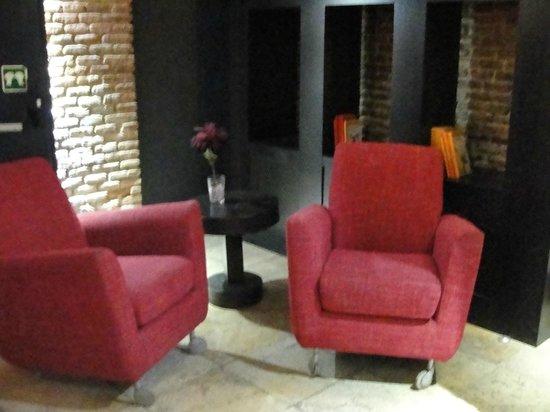 Petit Palace Arenal : Sala de estar