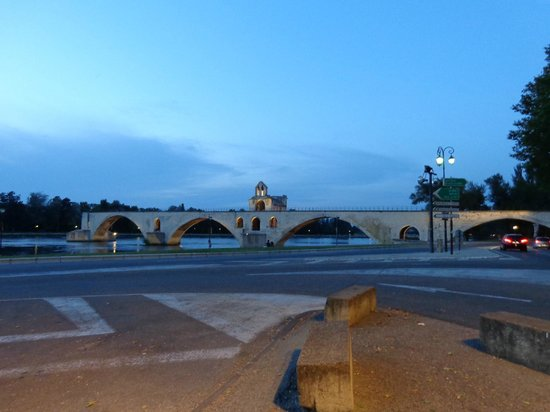 Hotel de Blauvac: su quel ponte d Avignon...