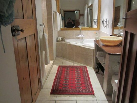 De Opstal Country Lodge: our bathroom