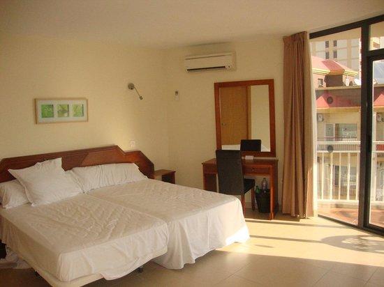 Hotel Mainare Playa Fuengirola: Bed