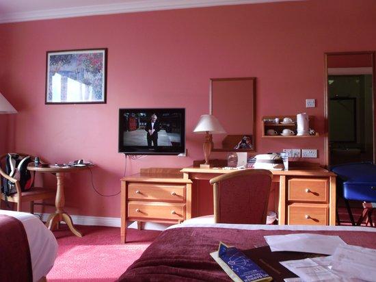 Inishowen Gateway : BEDROOM - PLENTY OF ROOM