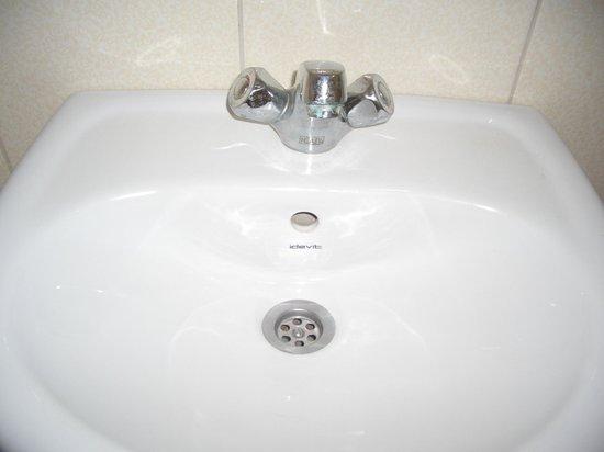 Merih 2 Hotel: 洗面所