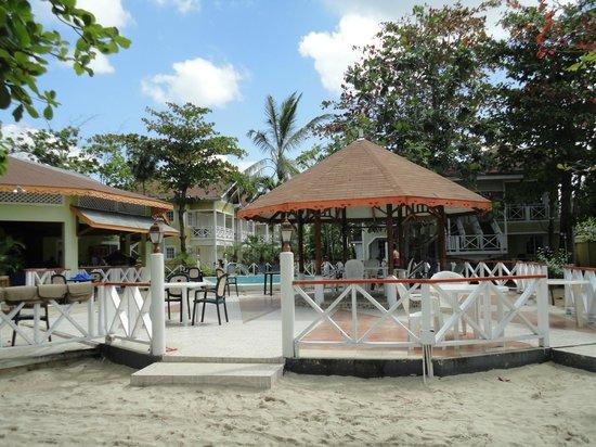 Merrils Beach Resort II: restaurant