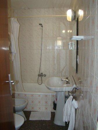 SERHS Vila de Calella : ванна (ужасная изоляция)