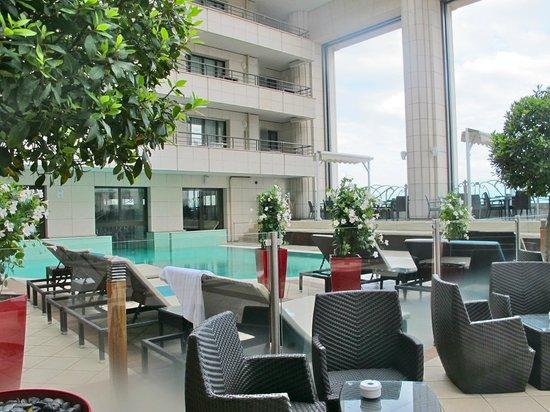 Hyatt Regency Nice Palais de la Mediterranee: Pool Deck