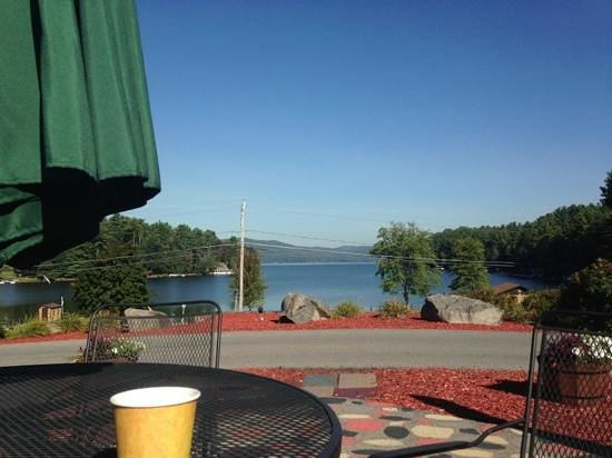 Dunham's Bay Resort: Morning coffee from restaurant, overlooking the lake.