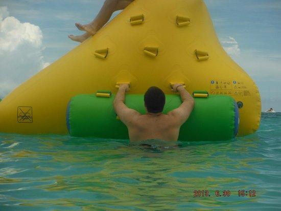 Grand Palladium Kantenah Resort & Spa: Iceberg in the ocean