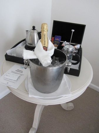 The Plettenberg Hotel: welcoming sparkling wine in room