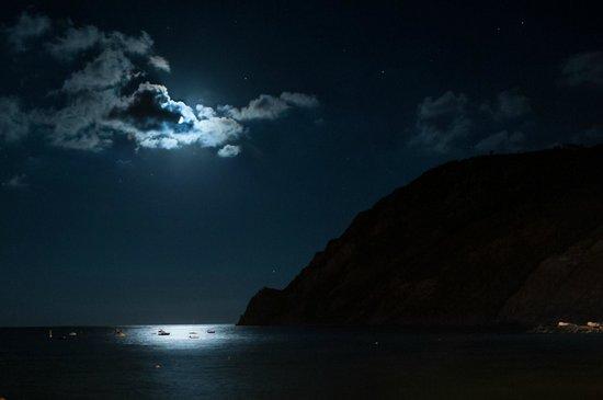 Villa Caribe : Night at Monterosso al Mare