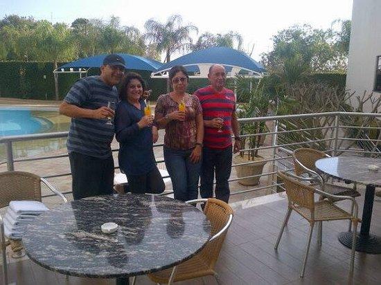 Viale Cataratas Hotel: Na piscina com os amigos.
