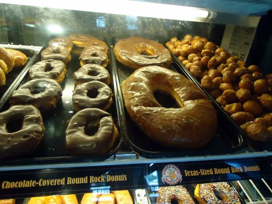 Round Rock Donuts: Donuts large and small