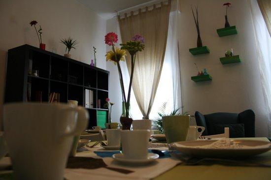 Artemisia B&B Ferrara : Salone comune/colazioni