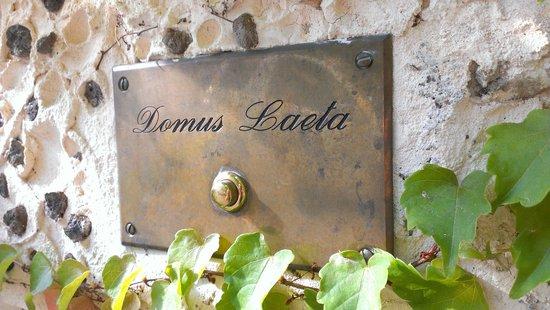 Domus Laeta: campanello