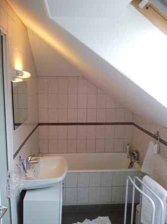 Hotel de Paris: impossible de se laver debout