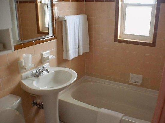Riotel Island Resort: guest bathroom