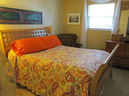 Mango Street Inn : I stayed in #4; large, comfortable room, bed and walk-in closet