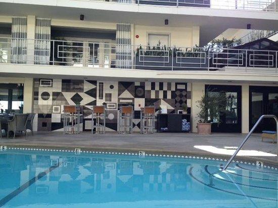 Oceana Beach Club Hotel: Pool area