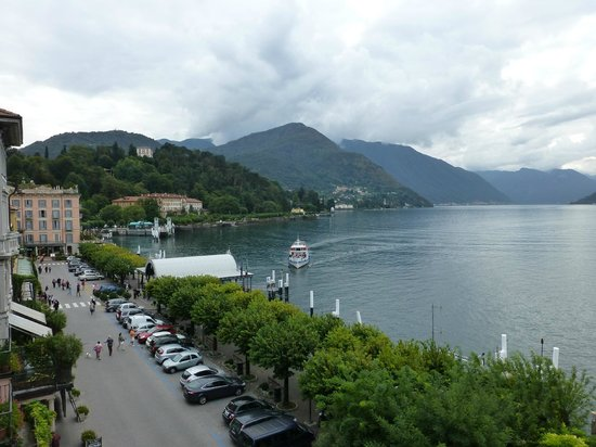 Hotel Florence: A balcony view of the lake