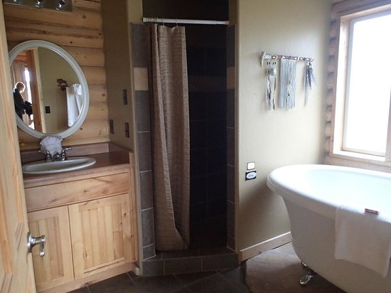 Zion Mountain Ranch: spacious and gorgeous bathroom