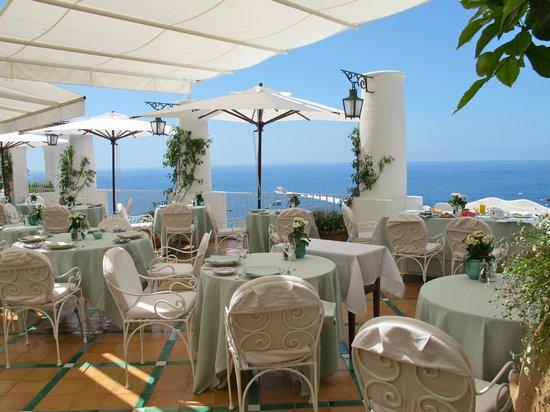Le Sirenuse Hotel: Dining terrace