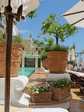 Le Sirenuse Hotel: Pool terrace