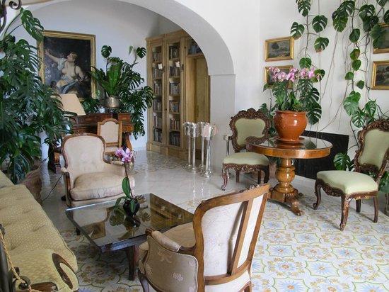 Le Sirenuse Hotel: Sitting room