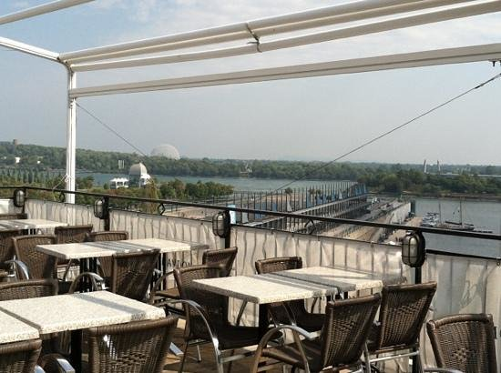 Rooftop terrace picture of auberge du vieux port for Terrace 45 qc