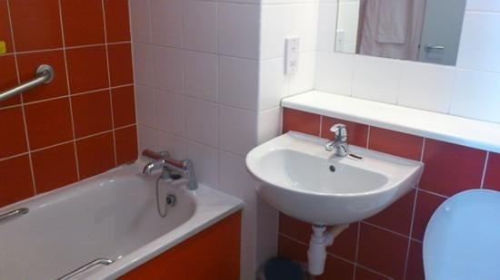 Travelodge London Central Southwark: Bathroom