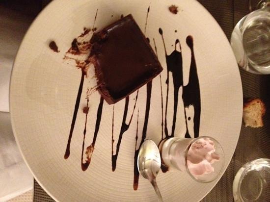 La Table de Botzaris: Dessert : Tartelette tout chocolat, orange - Espuma de fruits frais