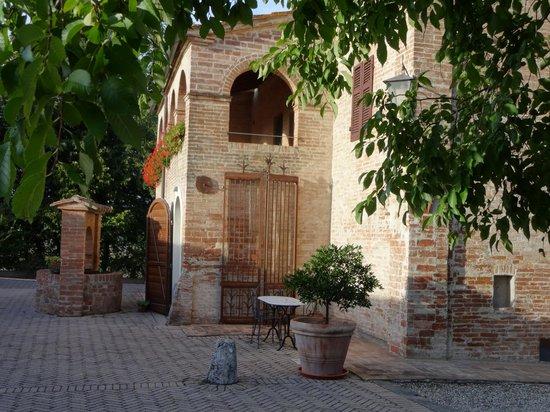 Il Canto del Sole : Main building with terrace