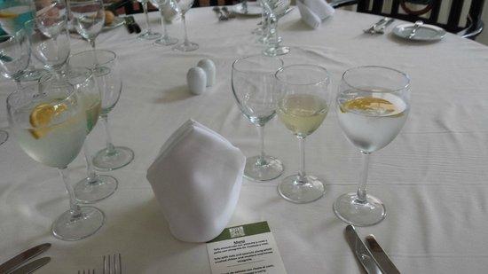 Casa Velas: Table Service